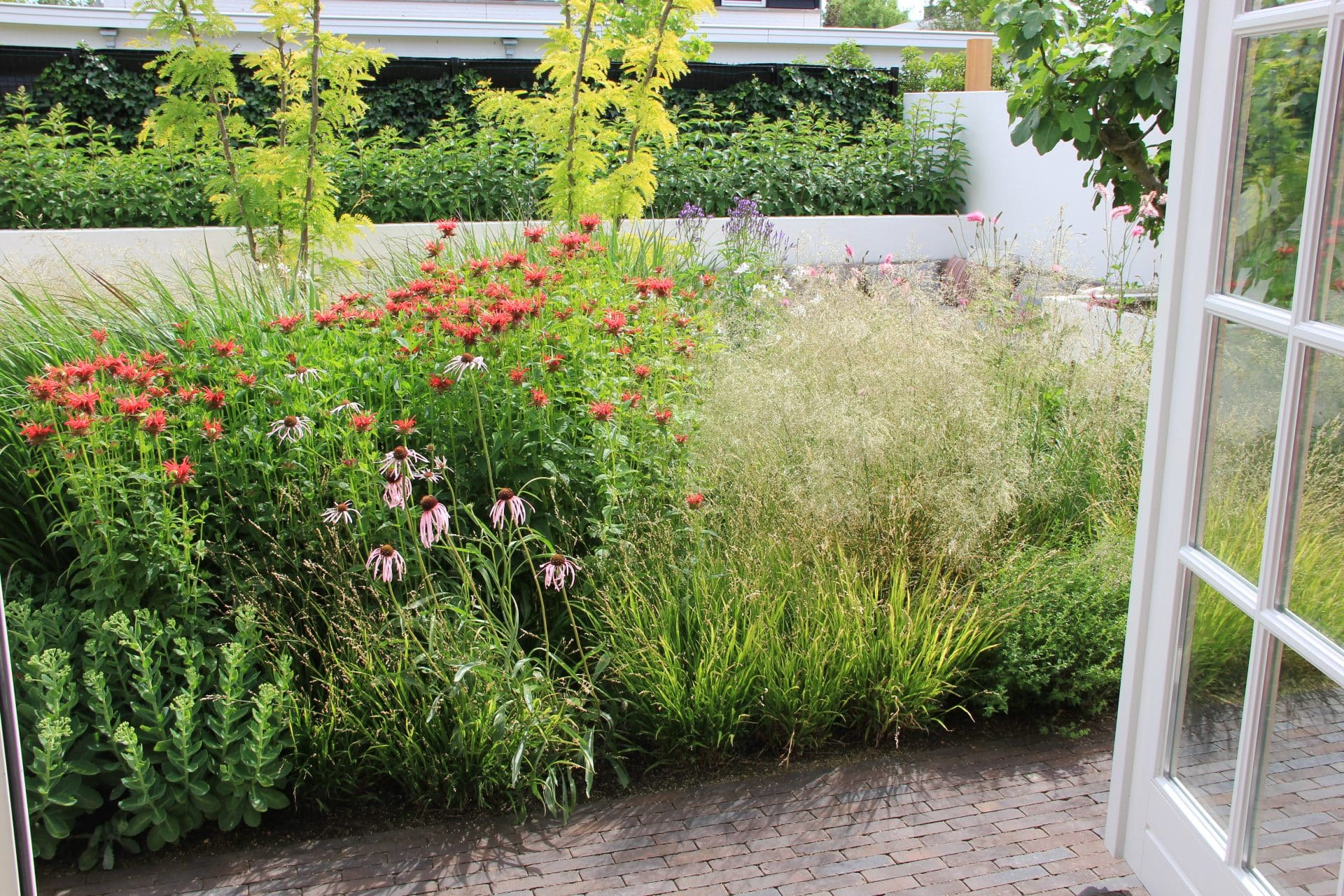 Tuinbeleving vanuit de woonkamer tuinontwerp Houten Jeroen Hamers